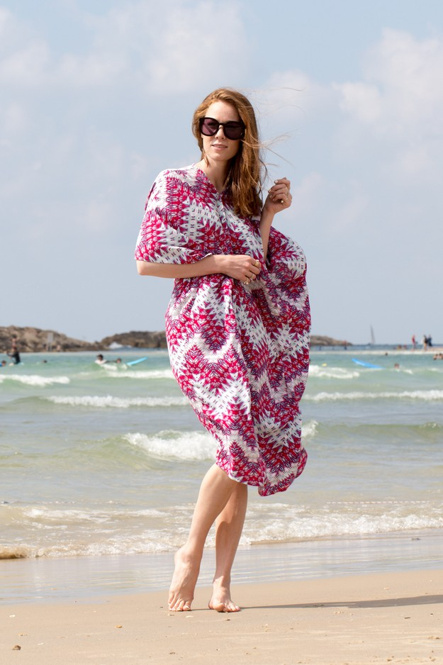 Pink Kaftan on beach_00007