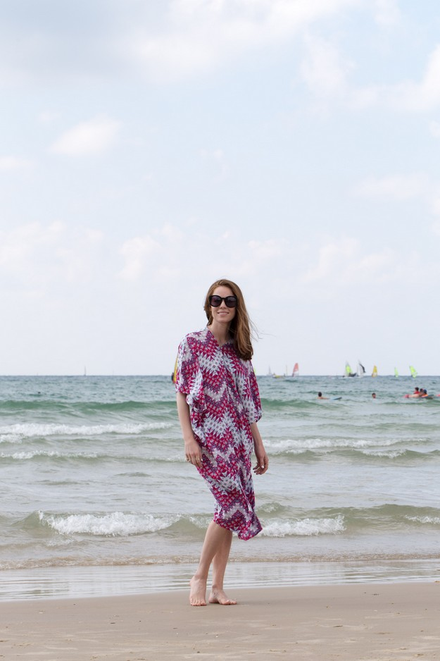 Pink Kaftan on beach_00016